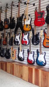Cajons i gitary na sprzedaż w Lima Peru