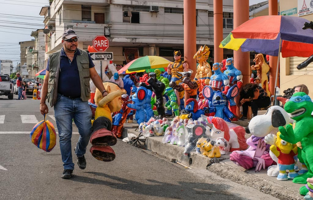 Trazendo para casa um Anos Viejos, Guayaquil Equador