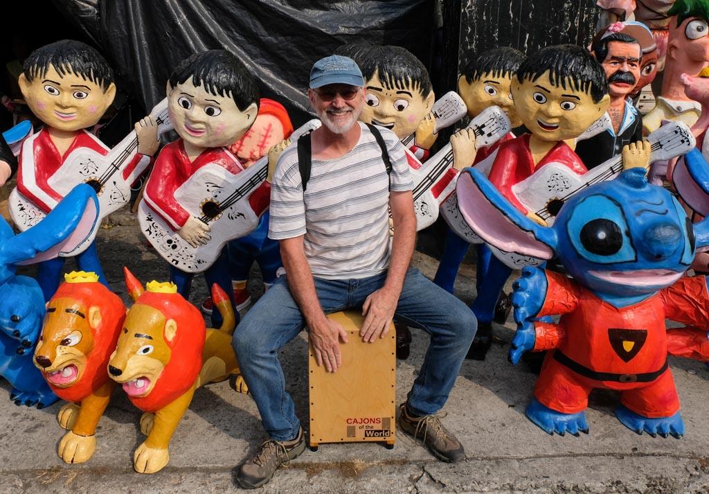 Jogando Cajon com Los Anos Viejos de Guayaquil Equador